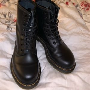 dr martens 1460 smooth size 6